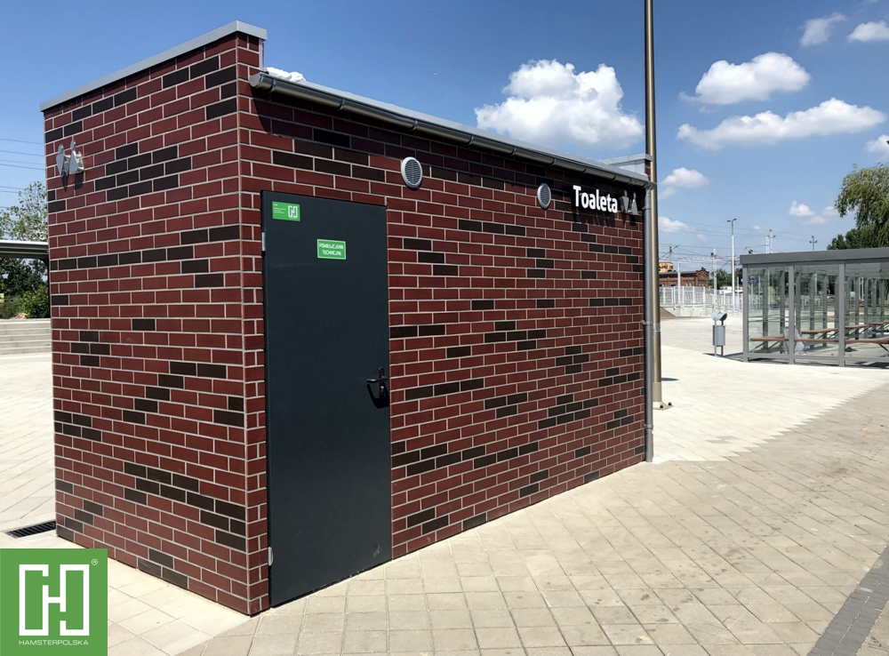 Automatyczna toaleta publiczna Papilio Trio Klinkier w Lubinie przy ul. Kolejowej