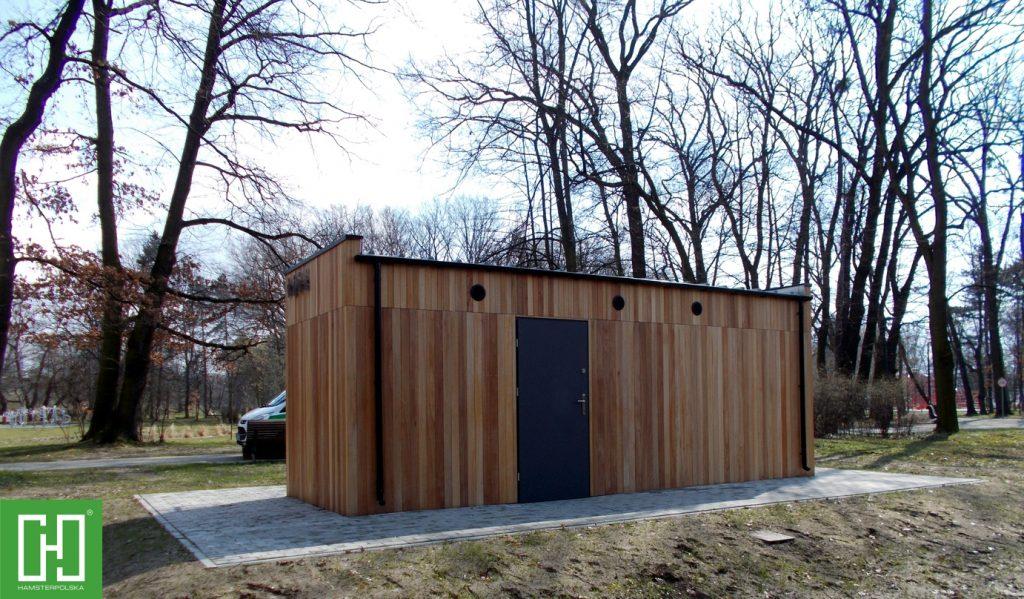 Automatyczna toaleta publiczna Papilio Trio Wood w Gliwicach w parku Chrobrego